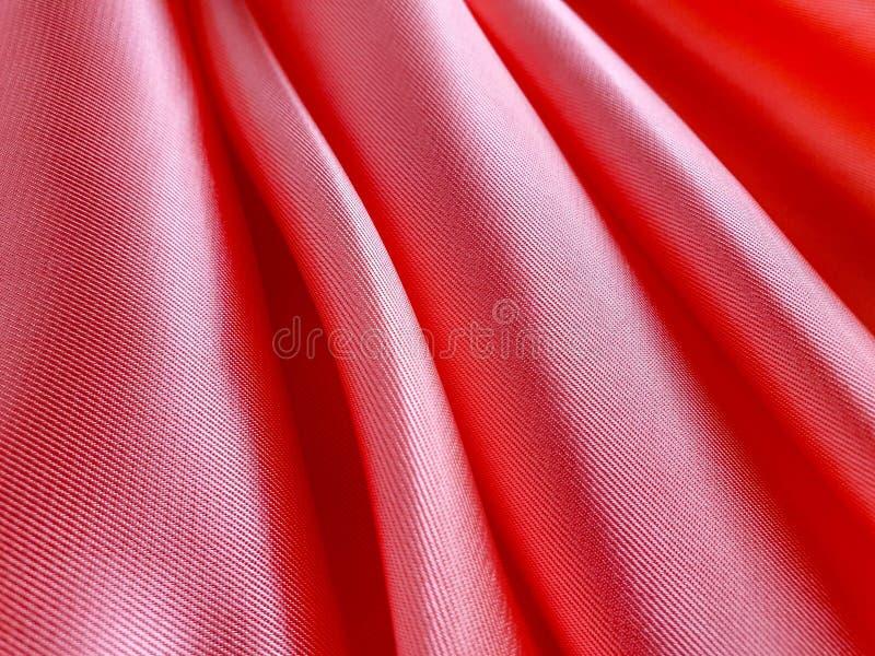 Modèle, texture, fond, papier peint Tissu mou rose-clair et de pêche de couleur de satin, avec la surface brillante et brillante, image stock