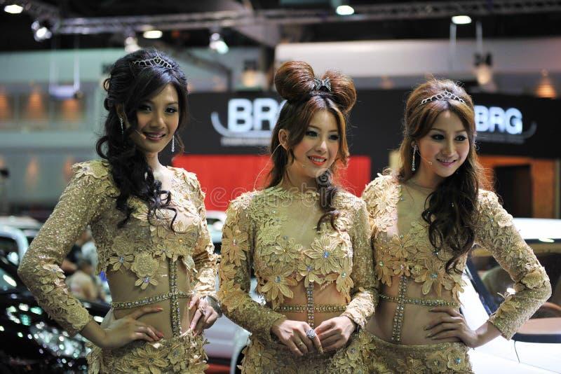 Modèles à un Salon de l'Automobile de Bangkok images stock