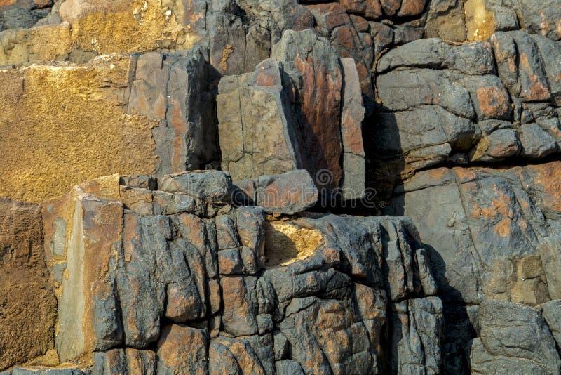 Modèles de couleurs et textures de formation de roche images stock