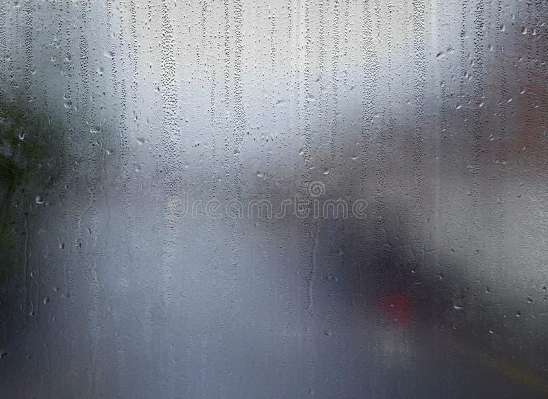 Modèles de l'eau sur la fenêtre photo stock