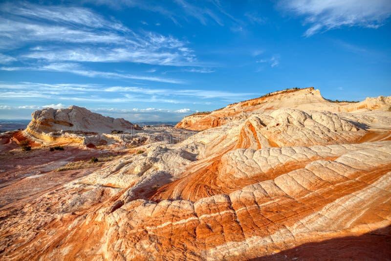 Modèles et ciel de roche de couleurs images libres de droits
