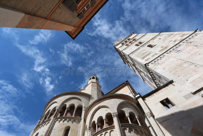 Modène, cathédrale romane de tour de Ghirlandina images stock