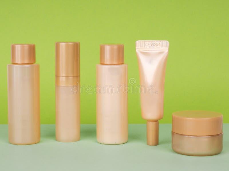 Modélisation de spa Cosmetics sur fond vert couleur photo stock