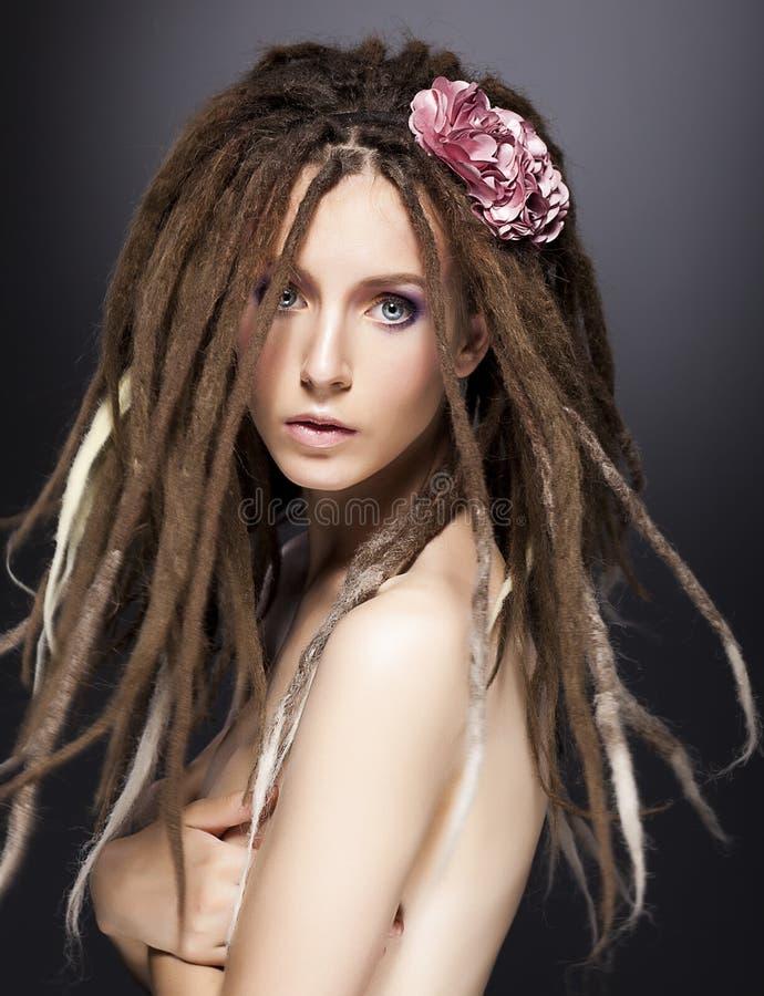 Mod женщины способа, боится стиль причёсок очарования стоковые фото