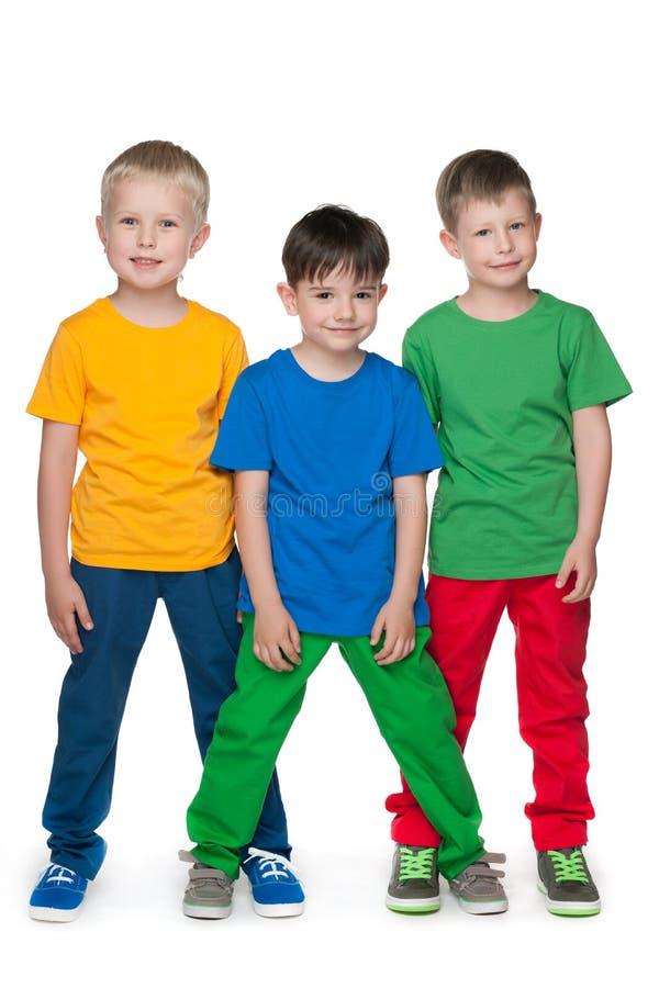 Download Mod Chłopiec Przeciw Białemu Tłu Obraz Stock - Obraz złożonej z dzieciństwo, ludzie: 41951315