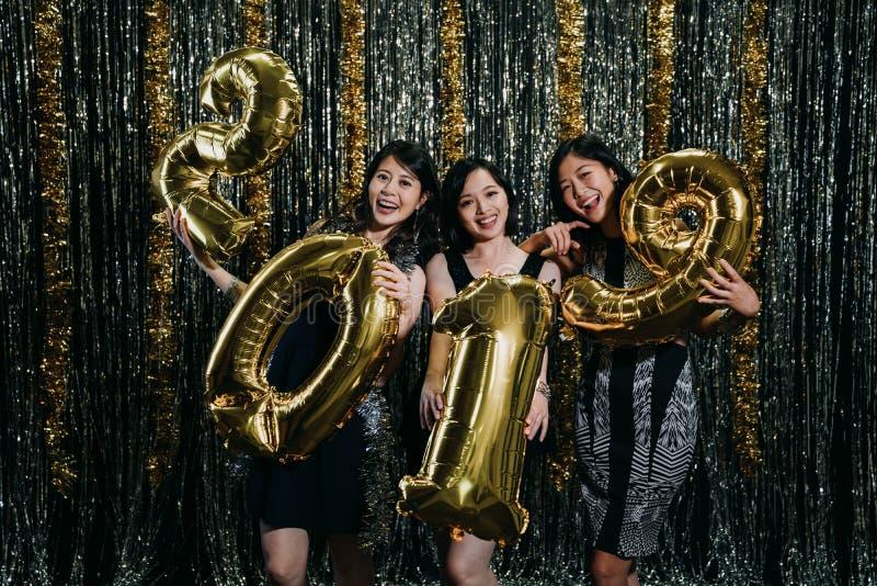 Mod dziewczyny świętuje nowego roku fotografia royalty free