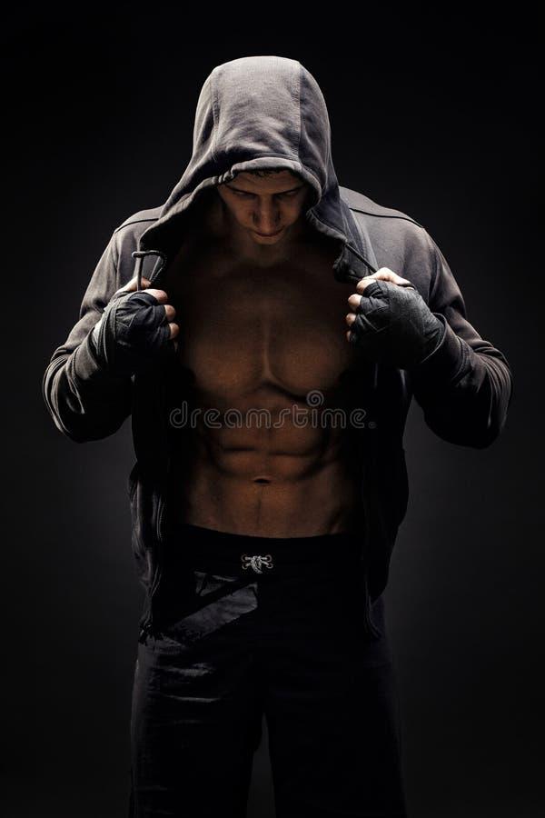 Mod?le sportif fort Torso de forme physique d'homme montrant six ABS de paquet images libres de droits