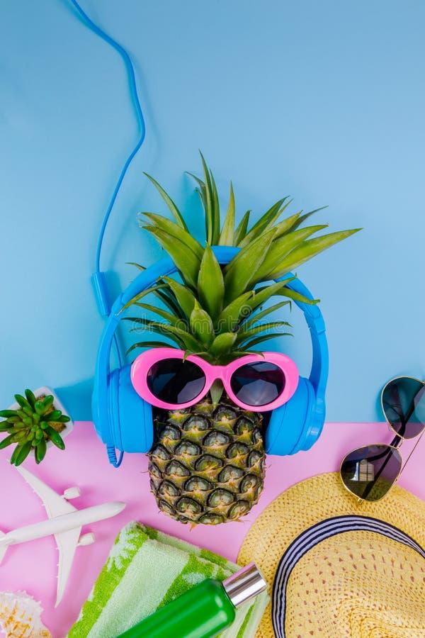 Moda ananas Jaskrawy lato kolor Plaża Odzieżowy Accessorie zdjęcia stock