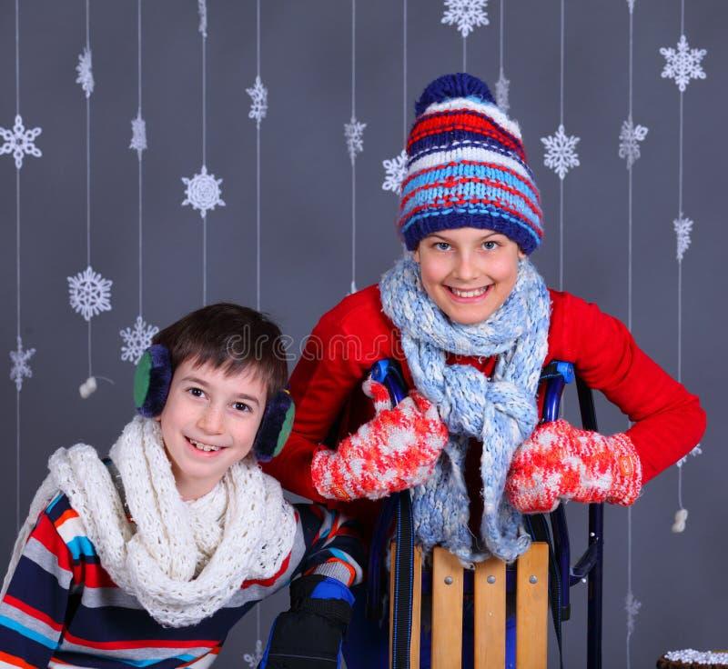 Moda del invierno Cabritos felices adorables imágenes de archivo libres de regalías