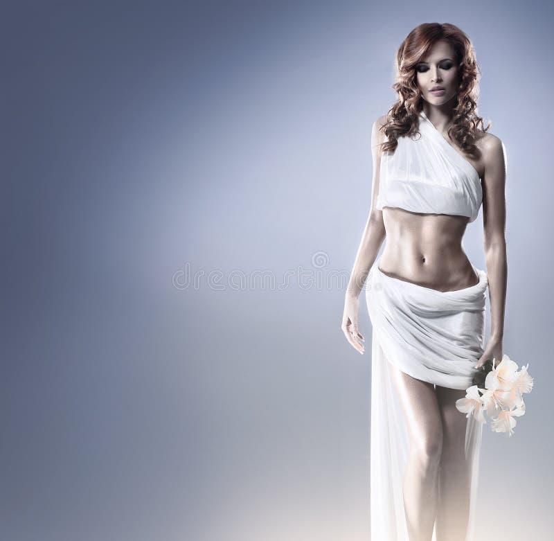 Download Moda Krótkopęd Aphrodite Projektująca Młoda Kobieta Zdjęcie Stock - Obraz złożonej z charcica, bielizna: 28964832