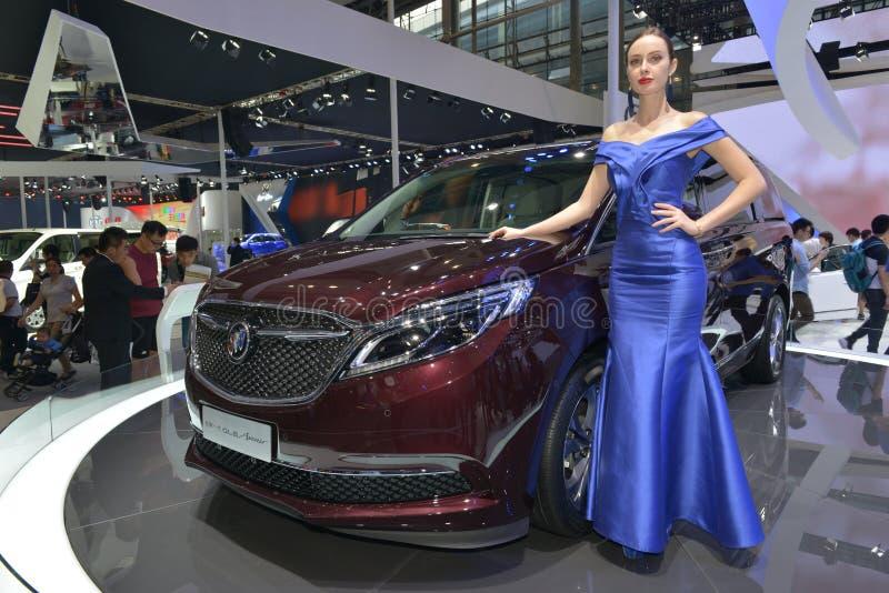 Moda model na Buick GL8 Avenir Purpose pojazdzie obraz stock