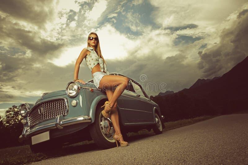 Moda model. Rocznika wizerunek. fotografia royalty free