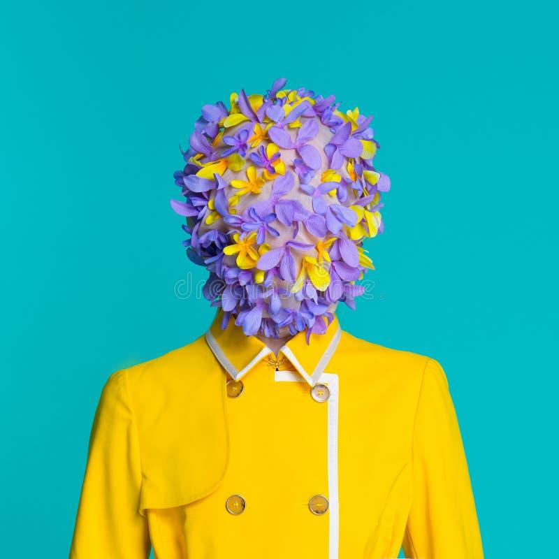 Moda model w żółtym żakiecie zdjęcia stock
