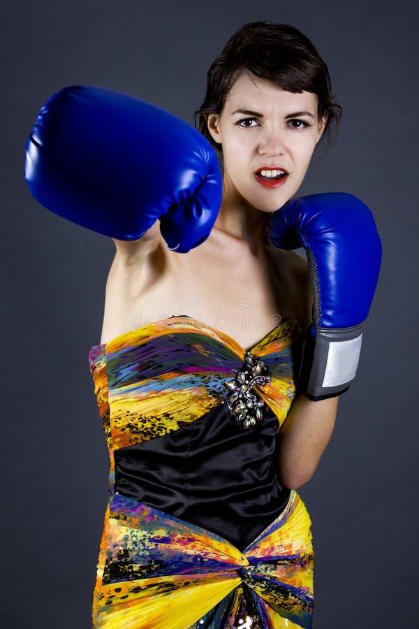 Moda model z Bokserskimi rękawiczkami zdjęcie stock