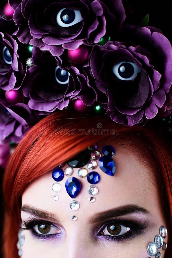 Moda model z Halloween czaszki makeup z błyskotliwością i rhinestones obrazy stock