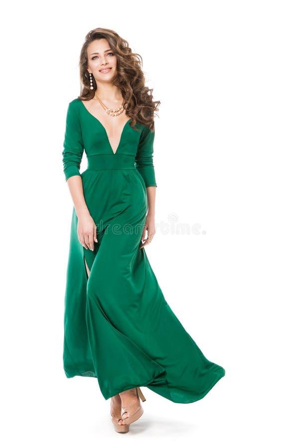 Moda modela Długa suknia, Piękna kobieta w Długiej todze, Pełny długość portret na bielu zdjęcie stock