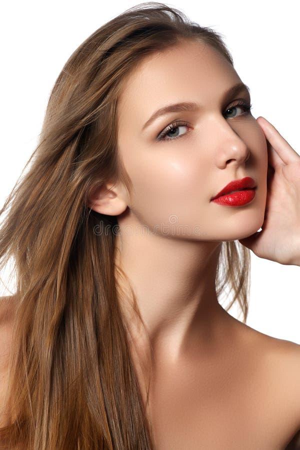 Moda modela dziewczyny portret z Długim Podmuchowym włosy Splendoru kawaler zdjęcie stock