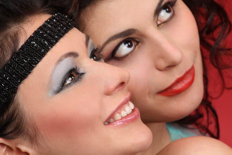 Download Moda modeluje uśmiechy zdjęcie stock. Obraz złożonej z robi - 18612934