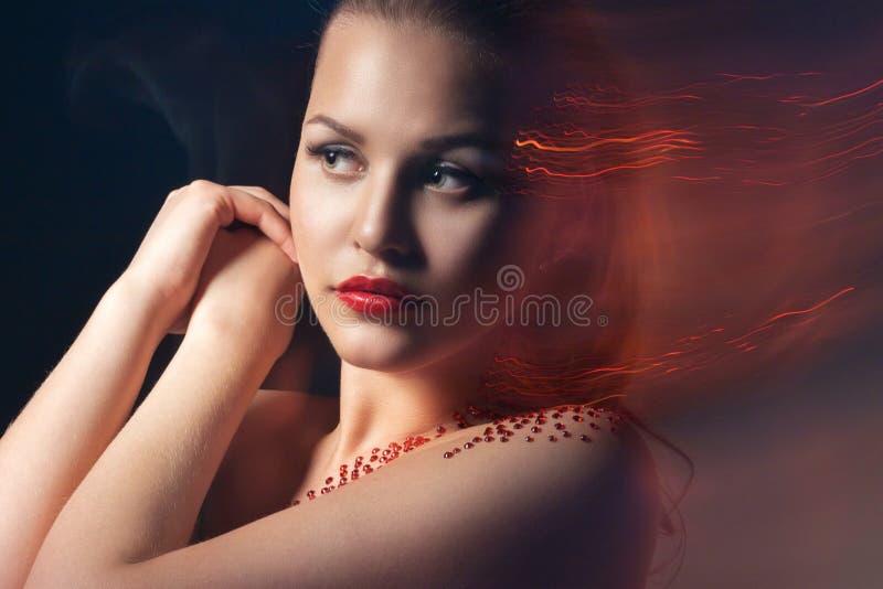 Moda Portrait modelo rubio con maquillaje creativo foto de archivo