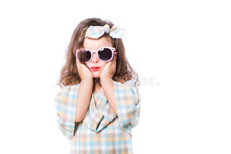 Moda portret dziewczyny dziecko sunglasses zdjęcie stock