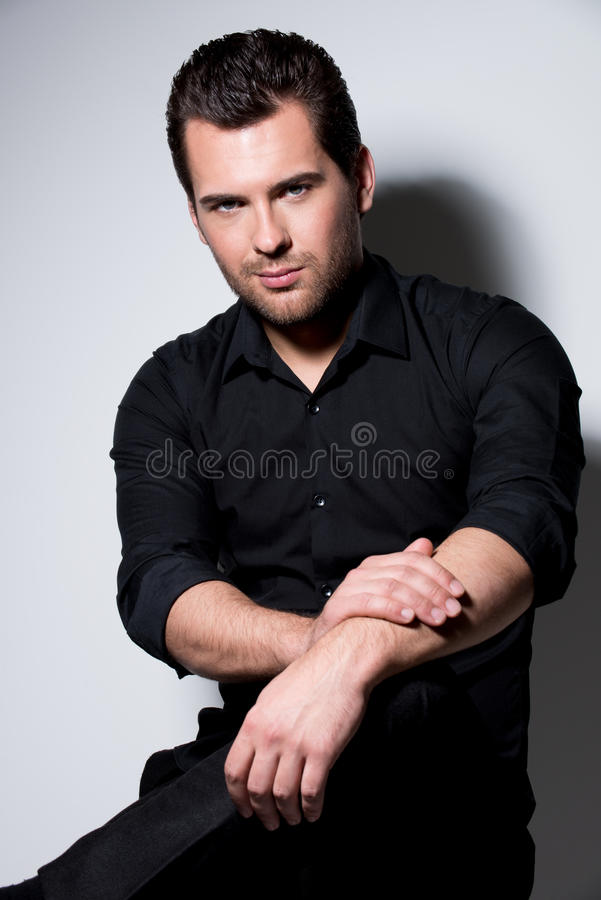 Moda portret przystojny mężczyzna. zdjęcia stock