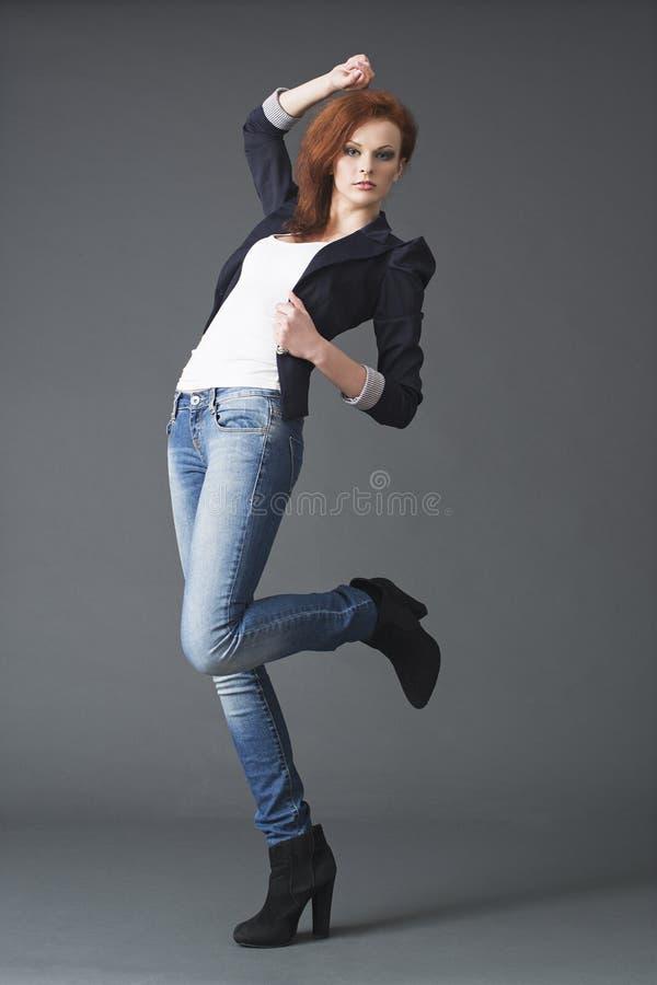 Moda pracowniany portret jeden kobieta zdjęcie stock