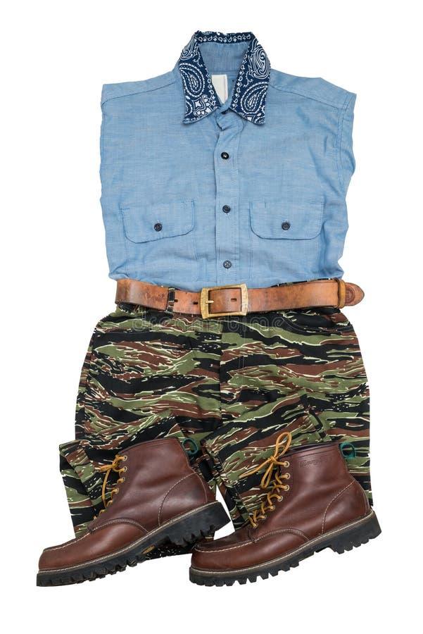 moda przypadkowy mężczyzna ustawiający, tigerstripe kamuflaż, chambray shi/dyszymy/ zdjęcia royalty free