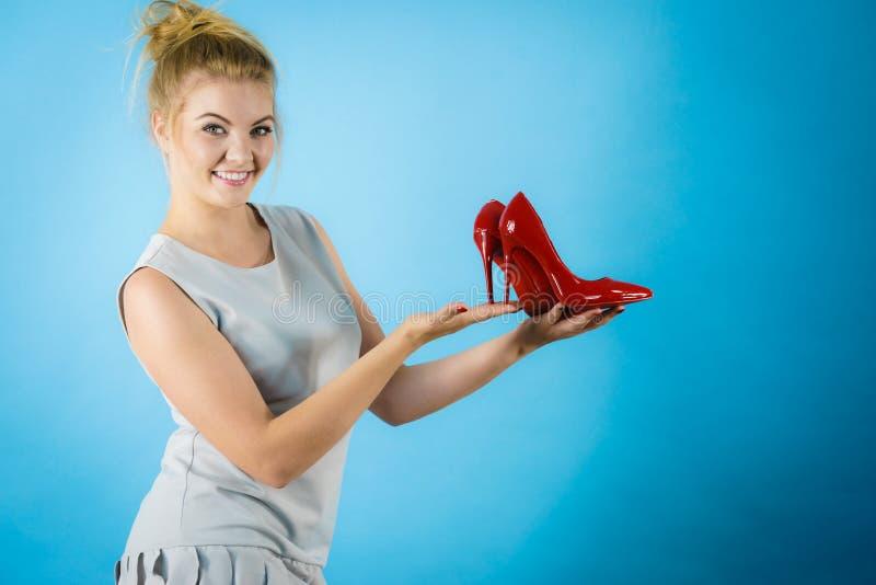 Moda stylista przedstawia szpilki zdjęcie stock