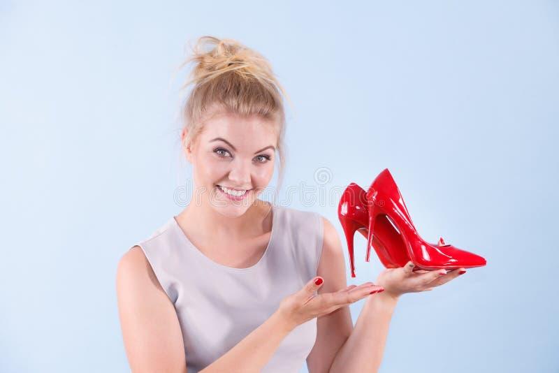 Moda stylista przedstawia szpilki zdjęcia stock