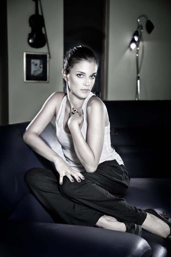Moda tirada de una mujer joven. imagen de archivo libre de regalías