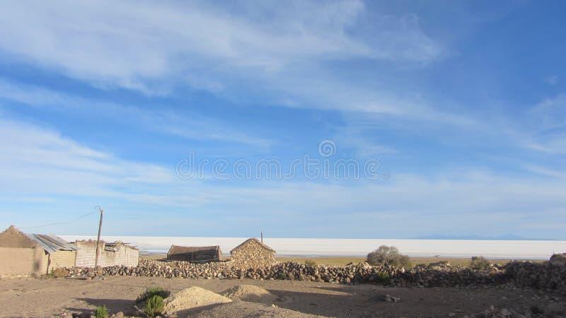 Modder-baksteen huis, in een klein dorp bij de volcan voet van Tunupa royalty-vrije stock foto's