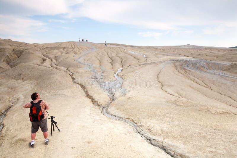 Modder Volcano Hiking royalty-vrije stock afbeeldingen