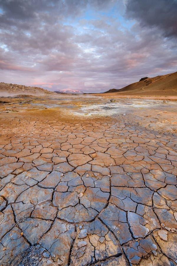 Modderbarsten op vulkanische grond, IJsland stock afbeelding