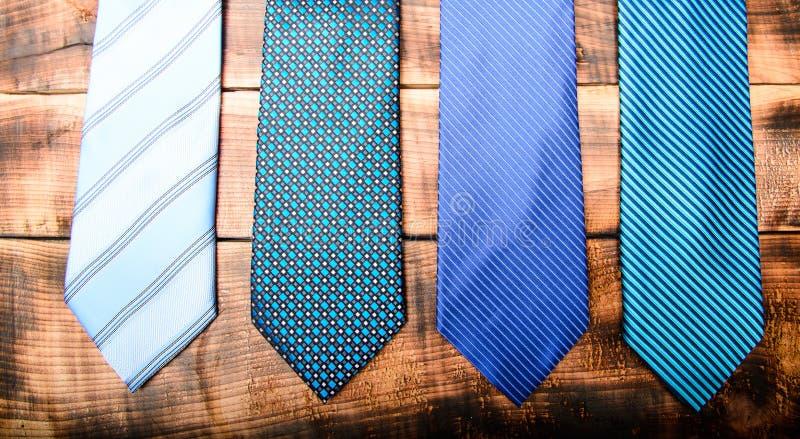 Mode-Accessoire Geschäftsdetail M?nnliche Gleichheit M?nnlicher Shop Krawatte für wirkliche Männer Moderne Art weinlese Retro- Ar lizenzfreie stockfotografie