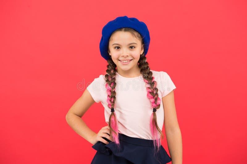 Mode d'adolescent Attribut français de mode Bébé de sourire heureux de petite fille d'enfant Petite fille mignonne de mode d'enfa photographie stock