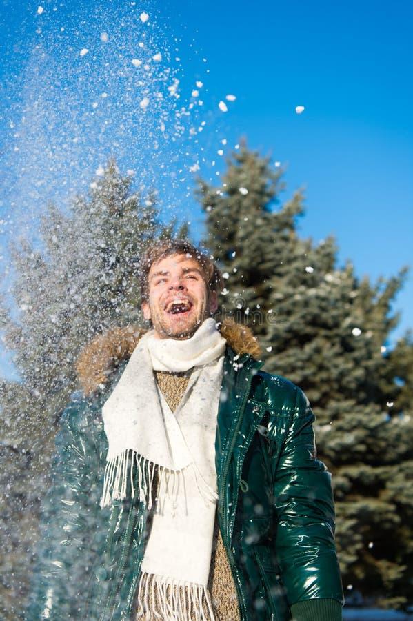 Mode d'hiver les vêtements réchauffent Temps de Milou Manteau à la mode d'hiver Vacances et déplacement Homme C'est extérieur fro photo libre de droits