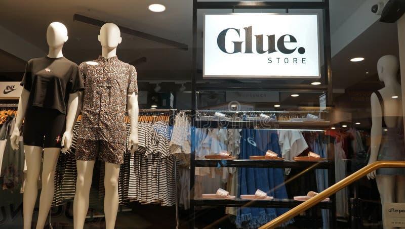Mode de colle et entrée de point de vente d'habillement photographie stock