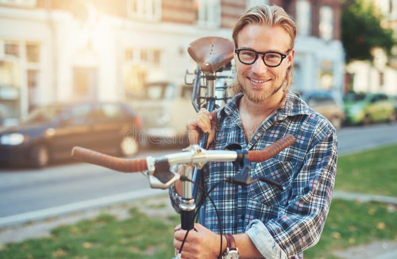 Mode de vie de ville de jeune homme images stock