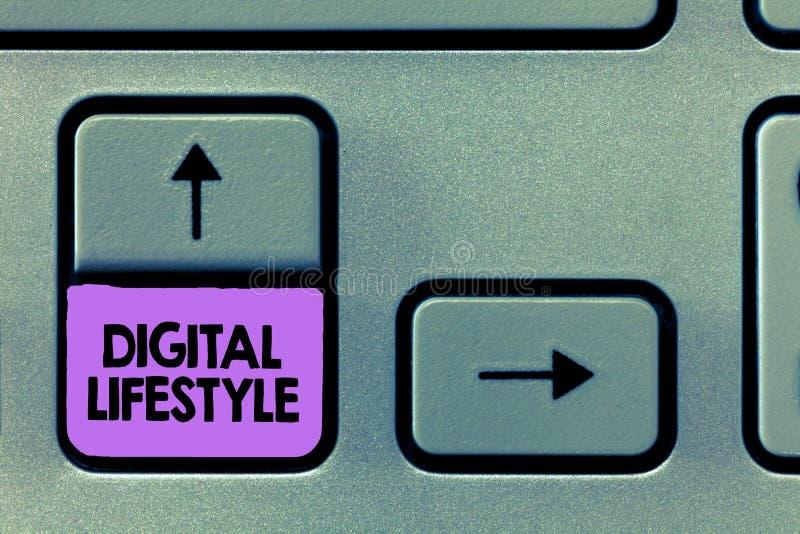 Mode de vie de Digital des textes d'écriture Signification de concept fonctionnant au-dessus du monde d'Internet des occasions photographie stock