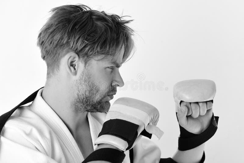 Mode de vie et concept sains de boxe Le combattant de Muttahida Majlis-e-Amal avec le corps fort pratique des arts martiaux photo stock