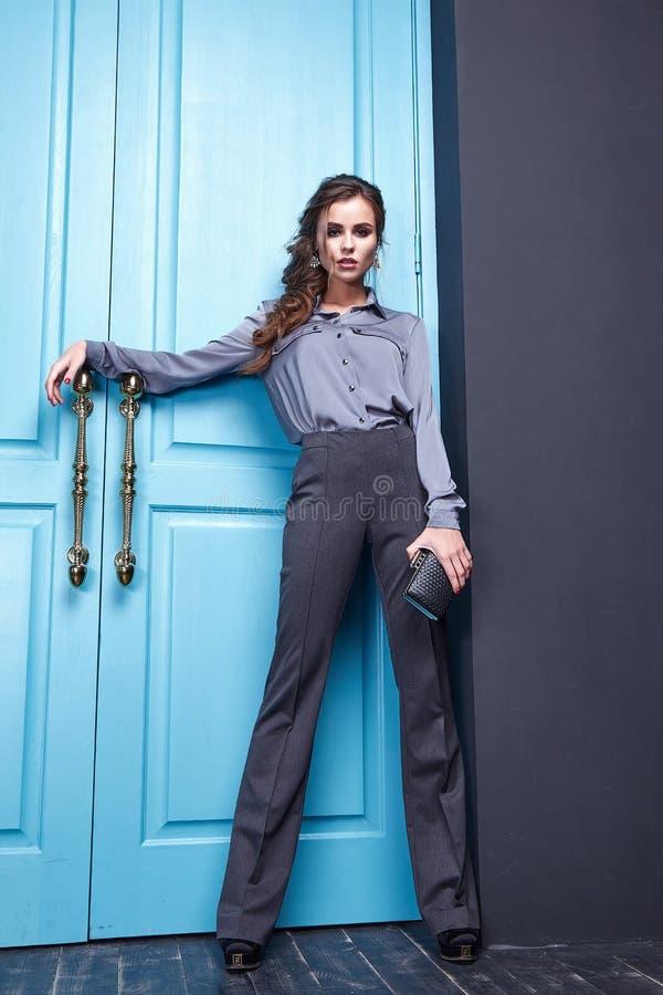 Mode för kläder för hår för makeup för sexig nätt kvinnaskönhetframsida kosmetiskt fotografering för bildbyråer