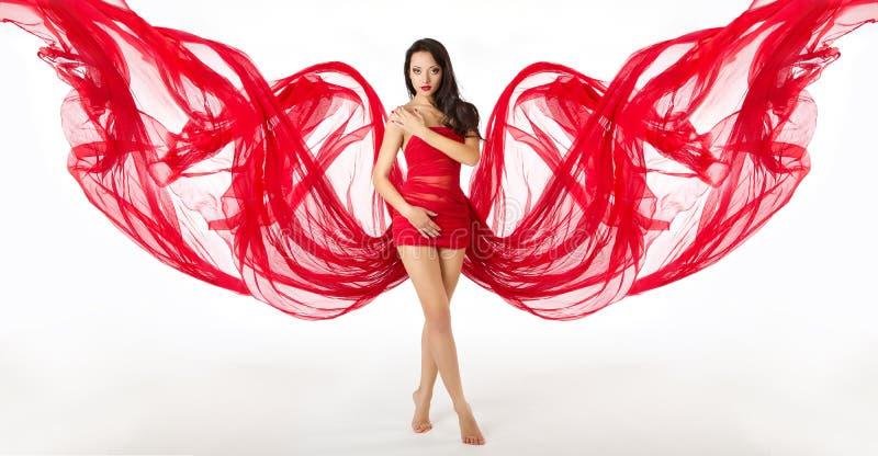 Mode-Frauen-Modell Posing im roten Kleid, Stoff-Flügel stockfoto
