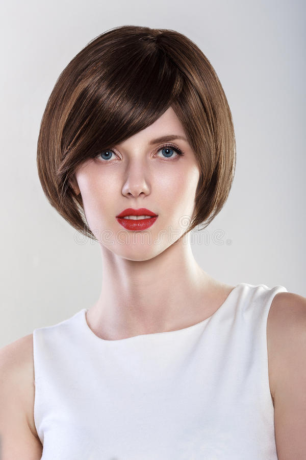Mode-Frisur-Zauber-junge Frauen-Porträt lizenzfreie stockfotos