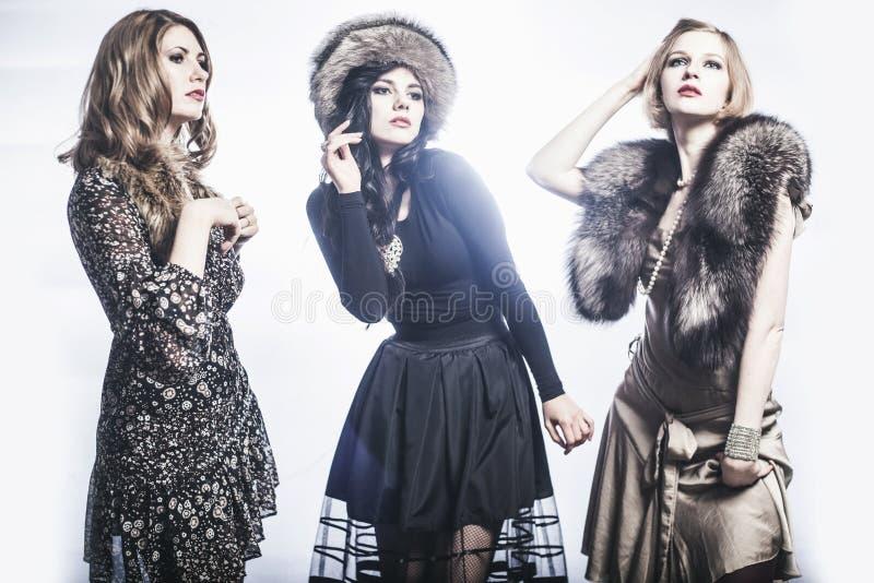 Mode-Gruppe schöne junge Frauen lizenzfreie stockfotografie