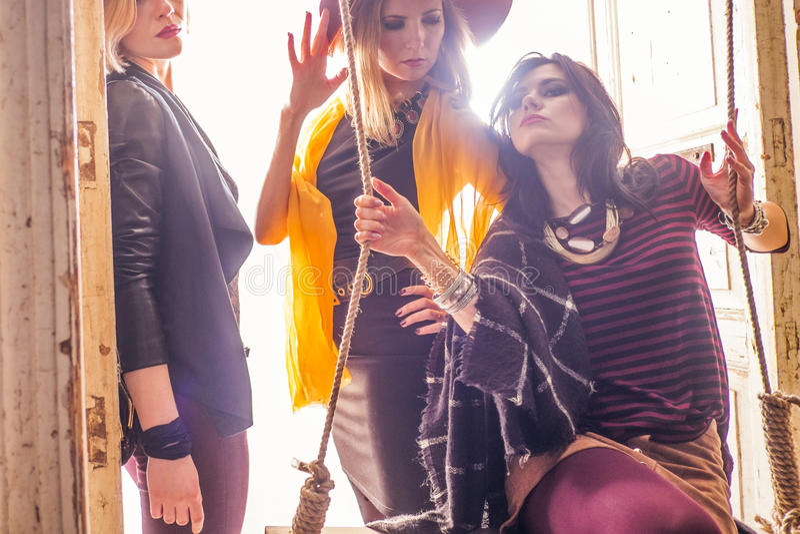 Mode-Gruppe schöne junge Frauen stockbild