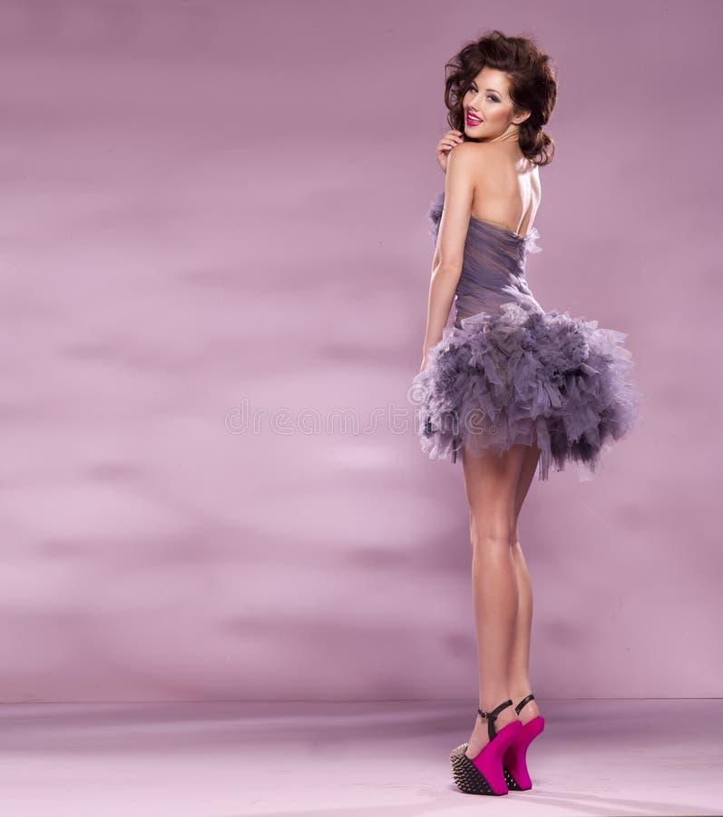 Mode klädd sexig flicka royaltyfria bilder