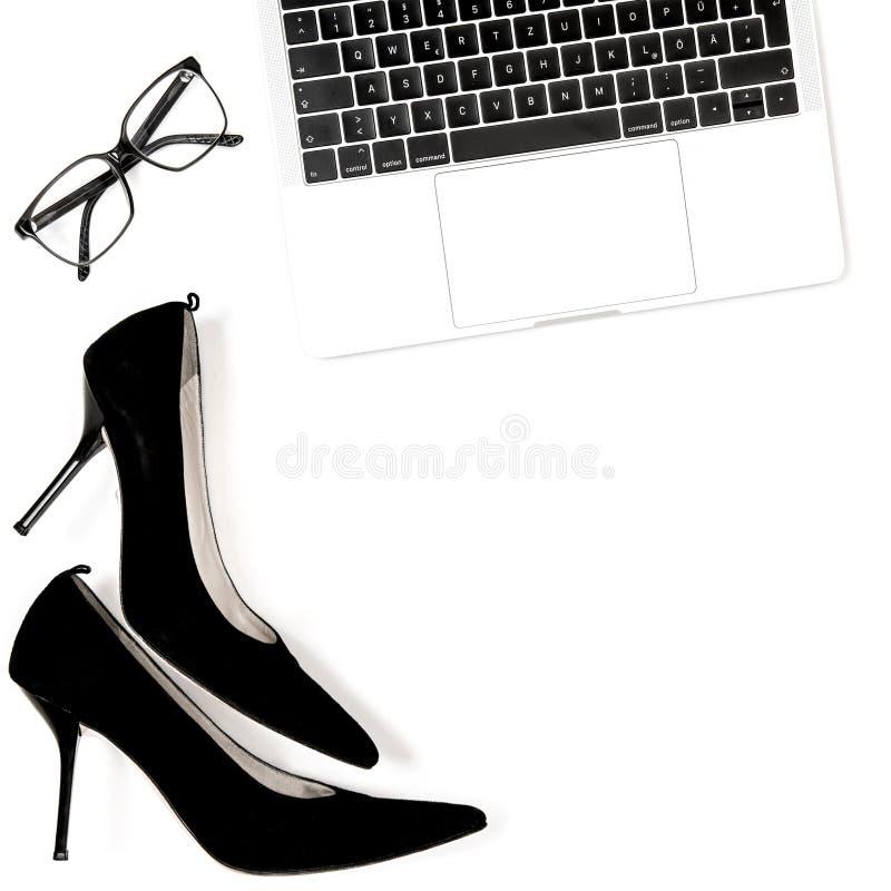 Mode lägger framlänges bakgrund för socialt massmedia för bloggeren vit royaltyfria bilder