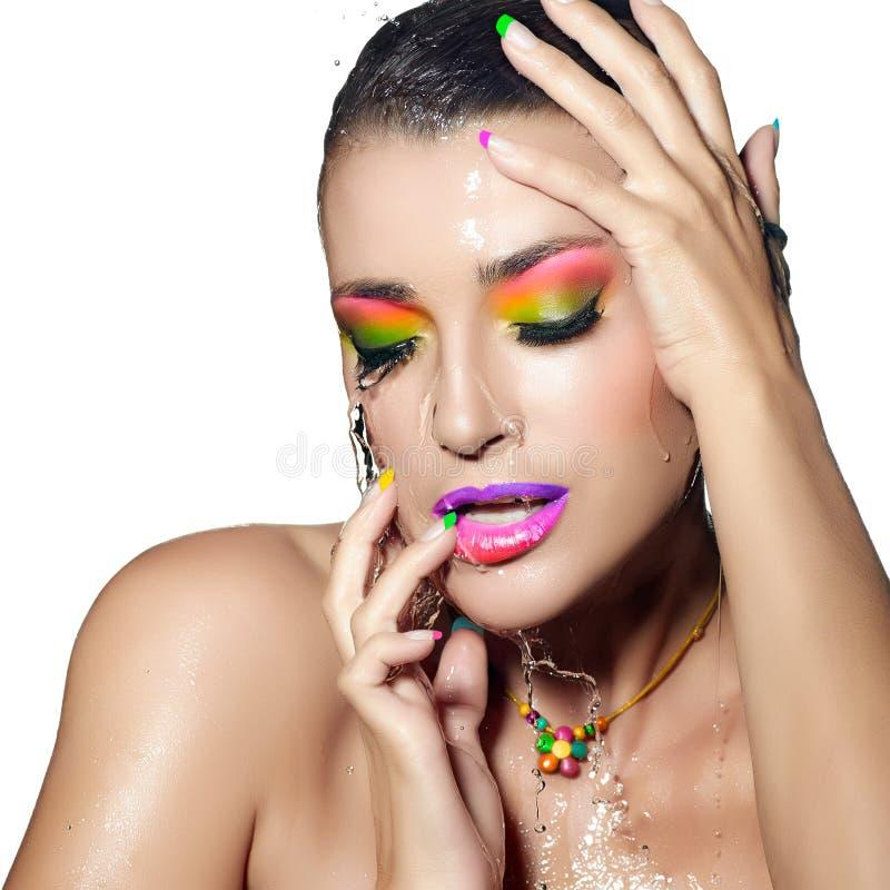 Mode-Mädchen-Porträt. Buntes nasses Make-up. Schönheit und Mode lizenzfreies stockbild