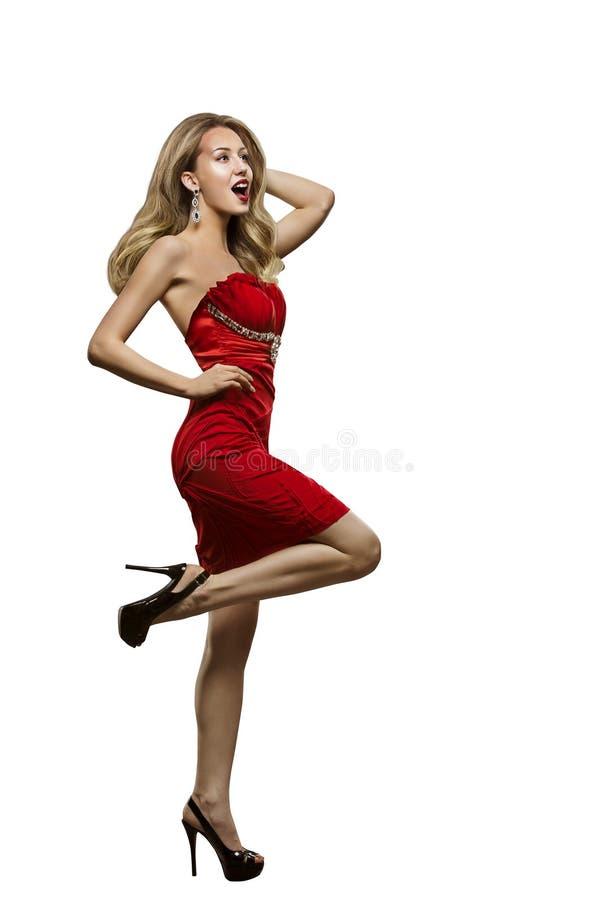 Mode-Modell Dance Red Dress, sexy Tanzen-Frauen-Weiß lokalisiert lizenzfreie stockfotografie