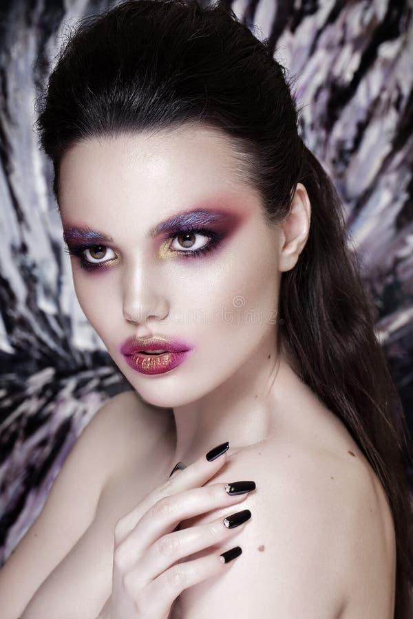 Mode-Modell Girl Portrait mit rotem und orange Make-up frisur lizenzfreies stockbild
